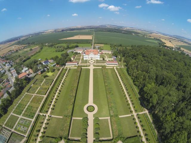 http://www.sklepuzdenky.cz/galerie/zamek-milotice1565285540.jpg