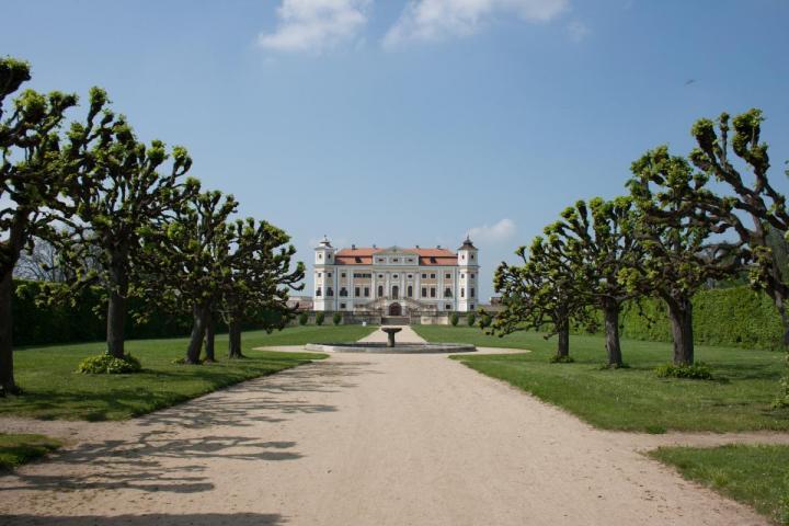 http://www.sklepuzdenky.cz/galerie/zamek-milotice1565285549.jpg