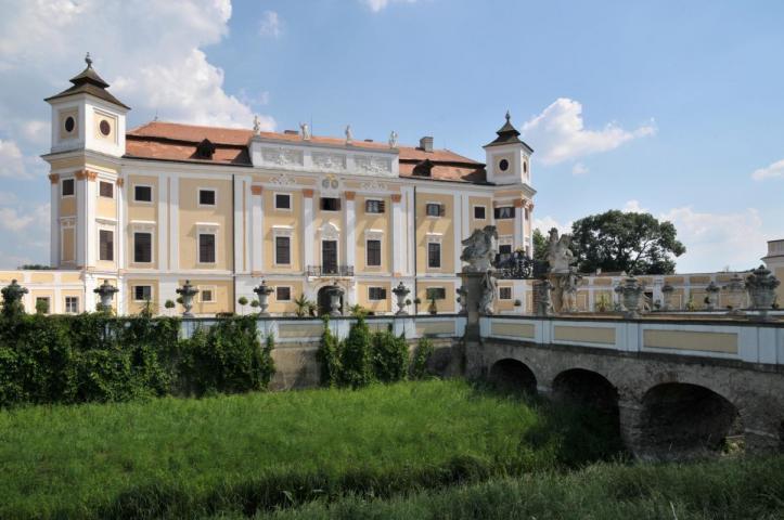 http://www.sklepuzdenky.cz/galerie/zamek-milotice1565285565.jpg